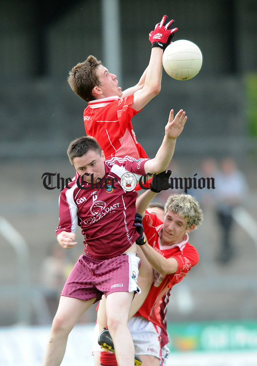 Niall Meere of Lissycasey in action against Conal O hAinifein and James Woods of Eire Og during their U-16 Division 1 county final at Cusack Park. Photograph by John Kelly.