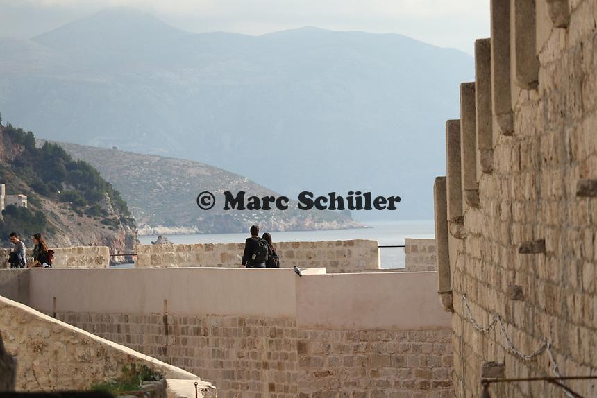 Stadtmauern der Altstadt von Dubrovnik - 25.11.2017: Dubrovnik mit der Costa Deliziosa