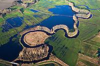 Schwinge: EUROPA, DEUTSCHLAND, NIEDERSACHSEN, STADE, 14.01.2012: Die Schwinge  ist ein 28,7 Kilometer langer, linksseitiger Nebenfluss der Elbe in Niedersachsen. Sie entspringt im Hohen Moor bei Mulsum auf der Stader Geest im Bifurkationsgebiet mit der Oste. Von hier fließt sie in einem weitgehend natuerlichen, mehr als 20 Kilometer langen Oberlauf zur Hansestadt Stade. Die reizvolle Flussaue des Oberlaufs und die Stader Schwingewiesen stehen wegen ihrer sehr naturnahen Flusslandschaft und ihres Artenreichtums unter Landschaftsschutz.. ..
