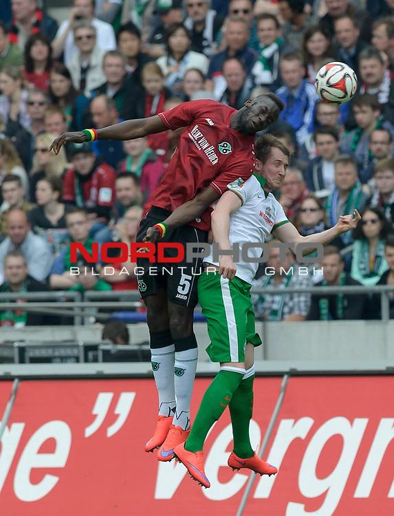 09.05.2015, HDI Arena, Hannover, GER, 1.FBL, Hannover 96 vs Werder Bremen, im Bild Salif San&eacute; (Hannover #5), Izet Hajrovic (Bremen #14)<br /> <br /> Foto &copy; nordphoto / Frisch
