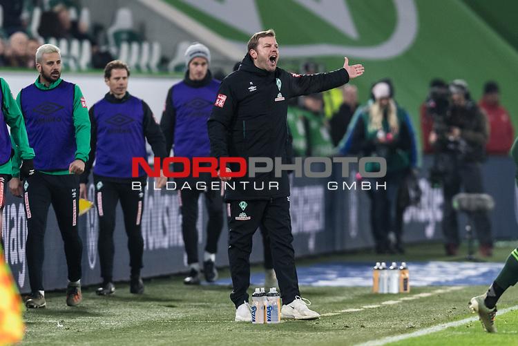 01.12.2019, Volkswagen Arena, Wolfsburg, GER, 1.FBL, VfL Wolfsburg vs SV Werder Bremen<br /> <br /> DFL REGULATIONS PROHIBIT ANY USE OF PHOTOGRAPHS AS IMAGE SEQUENCES AND/OR QUASI-VIDEO.<br /> <br /> im Bild / picture shows<br /> Florian Kohfeldt (Trainer SV Werder Bremen) in Coachingzone / an Seitenlinie, <br /> <br /> Foto © nordphoto / Ewert