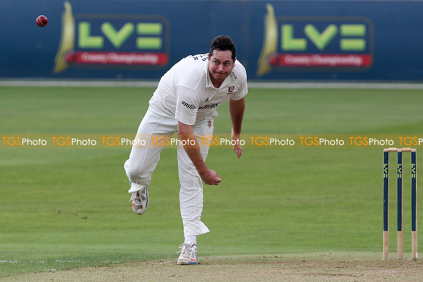Jesse Ryder in bowling action for Essex - Essex CCC vs Kent CCC - LV County Championship Division Two Cricket at the Essex County Ground, Chelmsford, Essex - 09/09/14 - MANDATORY CREDIT: Gavin Ellis/TGSPHOTO - Self billing applies where appropriate - contact@tgsphoto.co.uk - NO UNPAID USE