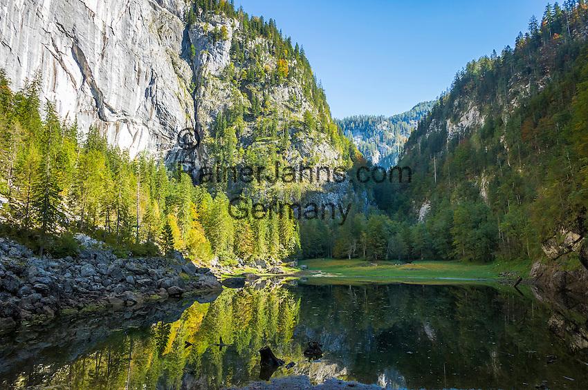 Austria; Styria; Styrian Salzkammergut; Ausseer Land, near Goessl am Grundlsee: autumn scene at Lake Kammersee   Oesterreich, Steyrisches Salzkammergut, bei Goessl am Grundlsee: Herbststimmung am Kammersee