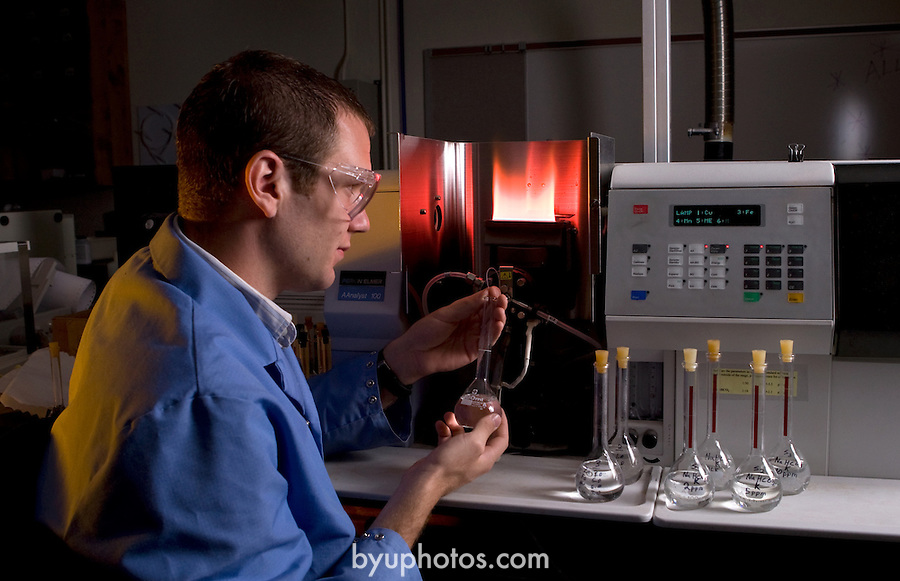 0707-20.College of Biology and Agriculture.Environmental Science Brochure..Don Cook using an Atomic Absorption Spectrophotometer AAS..July 17,, 2007.Photography by Mark A. Philbrick..Copyright BYU Photo 2007.All Rights Reserved .photo@byu.edu  (801)422-7322.