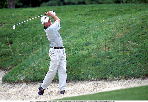 CURTIS STRANGE (USA) plays out of the sand trap, Benson & Hedges International Open, The Belfry, 010509 Photo:Glyn Kirk/Action Plus....2001.Golf.bunker bunkers.chipping chip.pitching pitch.golfer golfers