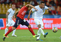 MEDELLÍN -COLOMBIA-19-09-2015. Luis C Arias (Izq) de Independiente Medellín disputa el balón con Camilo Perez (Der) de Águilas Doradas durante partido por la fecha 13 de la Liga Águila II 2015 jugado en el estadio Atanasio Girardot de la ciudad de Medellín./ Luis C Arias (L) player of Independiente Medellin fights for the ball with Camilo Perez (R) Águilas Doradas during the 13th date of Aguila League II 2015 played at Atanasio Girardot stadium in Medellin city. Photo: VizzorImage/León Monsalve/Str
