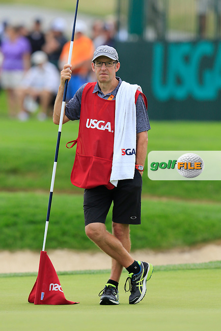 Mike Batty caddy for Rafa Cabrera-Bello (ESP) on the 4th green during Thursday's Round 1 of the 2016 U.S. Open Championship held at Oakmont Country Club, Oakmont, Pittsburgh, Pennsylvania, United States of America. 16th June 2016.<br /> Picture: Eoin Clarke | Golffile<br /> <br /> <br /> All photos usage must carry mandatory copyright credit (&copy; Golffile | Eoin Clarke)