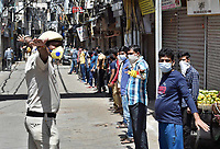 NEW DELHI, INDIA - APRIL 3: A Delhi Police personnel instruct people to maintain social distance on day ten of the 21-day nationwide lockdown to curb the spread of coronavirus, at Dariba Kalan on April 3, 2020 in New Delhi, India.  <br /> Photo Imago/Panoramic/Insidefoto