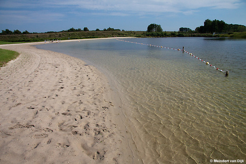 Zwemplas De Vlinderslag, Wolvega naast Hotel Wolvega - Heerenveen (Van der Valk). Ondanks het mooie weer waren er weinig zwemmers. Oorzaak : waarschuwingen voor blauwalg en zwemmersjeuk.