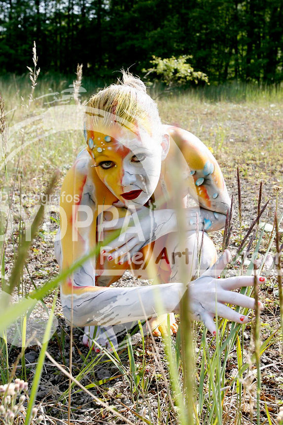 Bodypainting and photoshooting with model Melanie in Hamelin. Body Painting by the German Artist Joerg Duesterwald