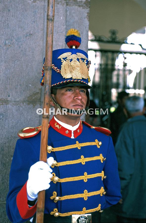 Guarda palaciana. Quito, Equador. Foto de Juca Martins. Data. 1997.