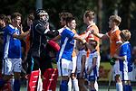 UTRECHT - Sander de Wijn (Kampong), keeper David Harte (Kampong)  , shake hands   tijdens  de hockey hoofdklasse competitiewedstrijd heren:  Kampong-Bloemendaal (3-3),    COPYRIGHT KOEN SUYK