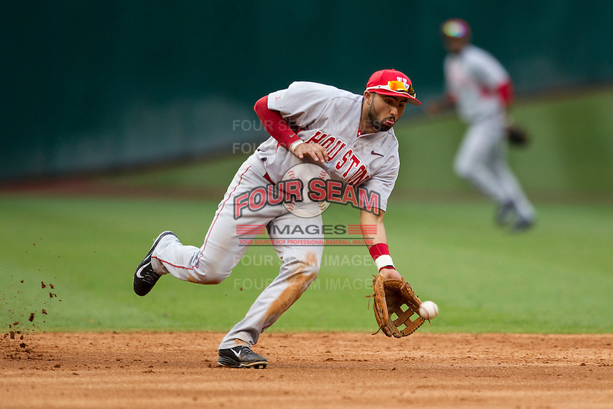 Houston Cougars shortstop Frankie Ratcliff #7 fields a ground ball during the NCAA baseball game against the Texas Longhorns on March 1, 2014 during the Houston College Classic at Minute Maid Park in Houston, Texas. The Longhorns defeated the Cougars 3-2. (Andrew Woolley/Four Seam Images)