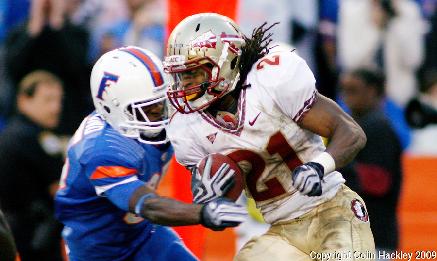 GAINESVILLE, FL 11/28/09-FSU-UF FB09 CH19-Florida State's Patrick Robinson is snagged by Florida's Frankie Hammond, Jr. during a second half kick off return, Saturday at Florida Field in Gainesville. .COLIN HACKLEY PHOTO