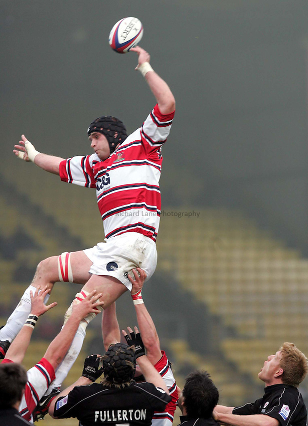Photo. Frances Leader..Sarecens v Gloucester. Zurich Premiership. .21/11/2004..Gloucester's Mark Cornwell claims the line out ball.