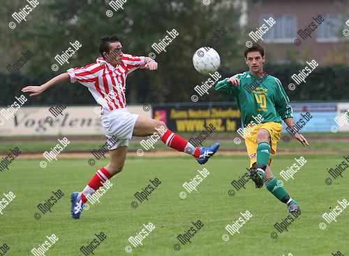 2007-10-28 / Voetbal / Schoten - Leopold Ukkel / Peyronnet probeert het schot van Andy Deckers (Schoten) te blocken.