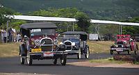 FRANCA, SP, 02.05.2015 - AUTOMOBILISMO-FRANCA -  Competidores durante corrida de  carros antigos no Autódromo do Speed Park na cidade Franca no interior do estado de São Paulo, neste sábado, 02. (Foto: Renato Cunha / Brazil Photo Press)