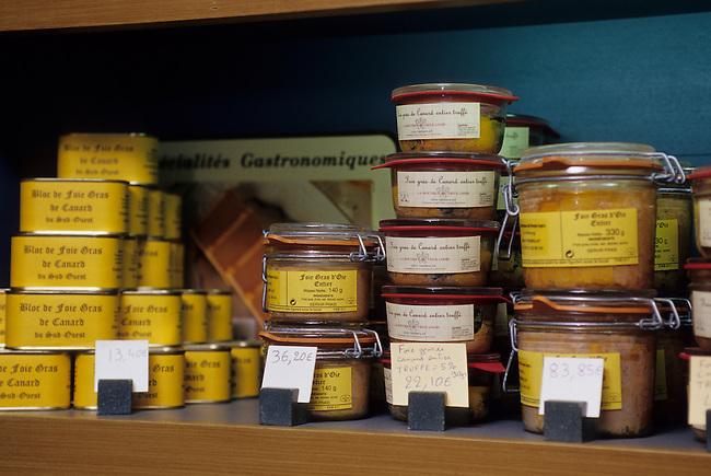 FRANCE, DORDOGNE VALLEY, TREMOLAT VILLAGE, FOIE GRAS DE CANARD (DUCK PATE)