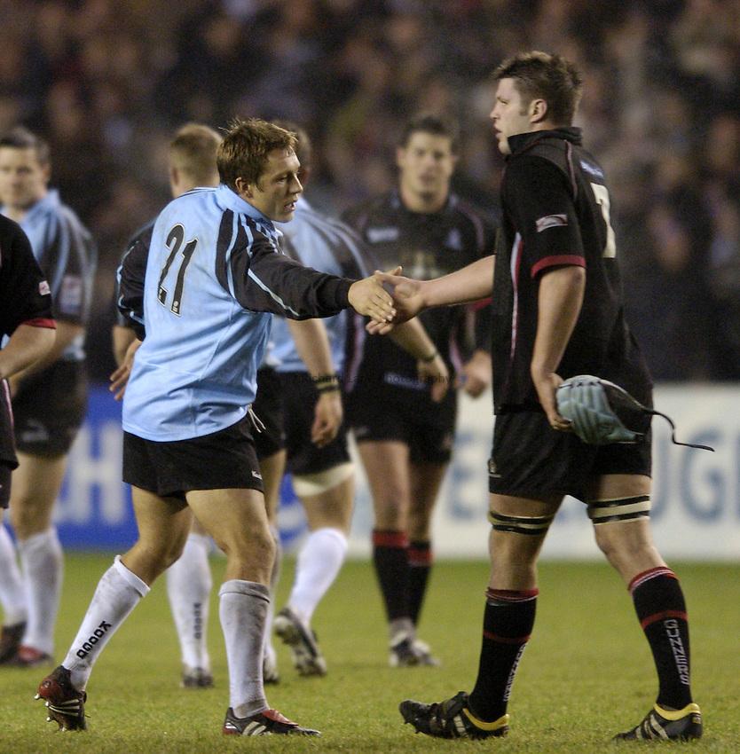Photo. Jed Wee..Edinburgh Rugby v Newcastle Falcons , Heineken Cup, 11/12/2004..Newcastle's Jonny Wilkinson (L) shakes hands with Edinburgh's Allister Hogg.