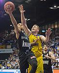 14.04.2018, EWE Arena, Oldenburg, GER, BBL, EWE Baskets Oldenburg vs s.Oliver W&uuml;rzburg, im Bild<br /> auf zum Korb..<br /> Rasid MAHALBASIC (EWE Baskets Oldenburg #24)<br /> Abdul GADDY (s.Oliver W&uuml;rzburg #3 )<br /> Foto &copy; nordphoto / Rojahn