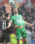 30.11.2019,  GER; 2. FBL, FC St. Pauli vs Hannover 96 ,DFL REGULATIONS PROHIBIT ANY USE OF PHOTOGRAPHS AS IMAGE SEQUENCES AND/OR QUASI-VIDEO, im Bild Hendrik Weydandt  (Hannover #26) versucht sich gegen James Lawrence (Pauli #21) durchzusetzen Foto © nordphoto / Witke *** Local Caption ***