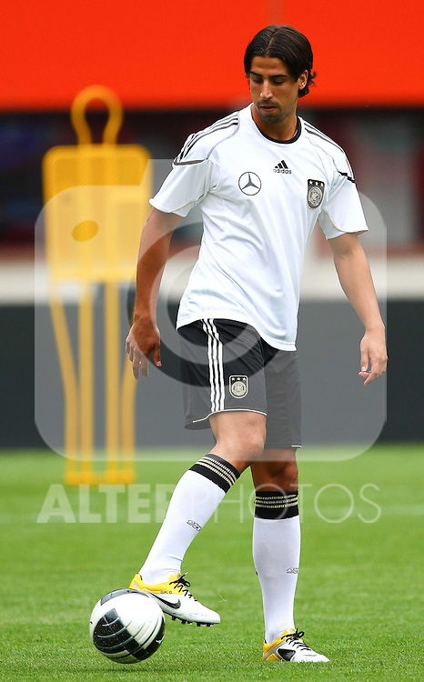 02.06.2011, Ernst Happel Stadion, Wien, AUT, UEFA EURO 2012, Qualifikation, Abschlusstraining Deutschland (GER), im Bild .Sami Khedira, (GER) // during the final training from Germany for the UEFA Euro 2012 Qualifier Game, Austria vs Germany, at Ernst Happel Stadium, Vienna, 2010-06-02, EXPA Pictures © 2011, PhotoCredit: EXPA/ T. Haumer