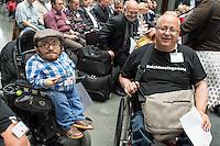 """SPD-Fachtagung zum geplanten Bundesteilhabegesetz am Montag den 30. Mai 2016 in Berlin.<br /> Unter dem Titel """"Selbstbestimmt und mittendrin – das Bundesteilhabegesetz kommt"""" fuehrte die SPD-Bundestagsfraktion im Paul-Loebe-Haus eine Fachtagung zum neuen Bundesteilhabegesetz durch.<br /> Vorgestellt wurde der Entwurf des Bundesteilhabegesetzes und die darin enthaltenen wichtigsten Neuerungen.<br /> Etliche betroffene Menschen mit Behinderung nahmen an der Fachtagung teil und kritisierten den Gesetzentwurf scharf. Fuer sie bedeuten etliche Neuerungen Verschlechterungen fuer ihre Lebenssituationen und den Ausschluss an gesellschaftlicher Teilhabe. Sie protestierten mehrfach waehrend der Tagung laustark gegen das Gesetz.<br /> Links im Bild: Der Aktivist und Fernsehmoderator Raul Krauthausen.<br /> 30.5.2016, Berlin<br /> Copyright: Christian-Ditsch.de<br /> [Inhaltsveraendernde Manipulation des Fotos nur nach ausdruecklicher Genehmigung des Fotografen. Vereinbarungen ueber Abtretung von Persoenlichkeitsrechten/Model Release der abgebildeten Person/Personen liegen nicht vor. NO MODEL RELEASE! Nur fuer Redaktionelle Zwecke. Don't publish without copyright Christian-Ditsch.de, Veroeffentlichung nur mit Fotografennennung, sowie gegen Honorar, MwSt. und Beleg. Konto: I N G - D i B a, IBAN DE58500105175400192269, BIC INGDDEFFXXX, Kontakt: post@christian-ditsch.de<br /> Bei der Bearbeitung der Dateiinformationen darf die Urheberkennzeichnung in den EXIF- und  IPTC-Daten nicht entfernt werden, diese sind in digitalen Medien nach §95c UrhG rechtlich geschuetzt. Der Urhebervermerk wird gemaess §13 UrhG verlangt.]"""