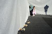 Roma, 19 Agosto 2012.Piazza Vittorio.La comunità islamica celebra la fine del mese di digiuno con la festa Eid al-fitr..Donne in preghiera.Muslim immigrants in Piazza Vittorio square, in Rome's Esquilino multi-ethnic quarter, for the Eid al-Fitr prayer to mark the end of the fasting month of Ramadan.