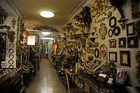 Attività commerciali nel Borgo San Frediano, quartiere di Firenze.Florence.