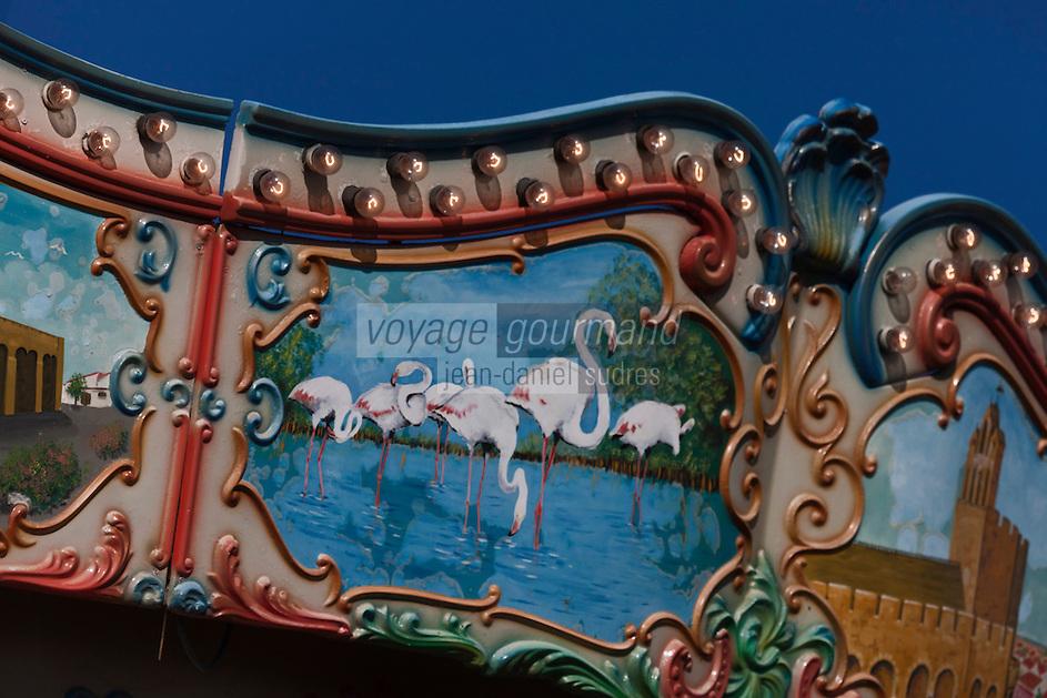 Europe/France/13/Bouches du Rhone/Camargue/Parc Naturel Régionnal de Camargue/Saintes Maries de la Mer: Détail Art Forain, détail d'un manège: Flamants roses