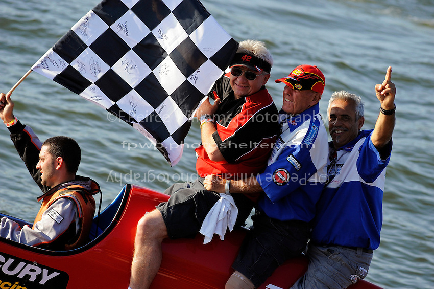 3-4 May 2008, Pickwick,TN USA.L to R: Winner Shaun Torrente takes a Victory Lap with team owner Ted Gryguc, grandfather Fred Thompson and father Willie Torrente..©2008 F.Peirce Williams