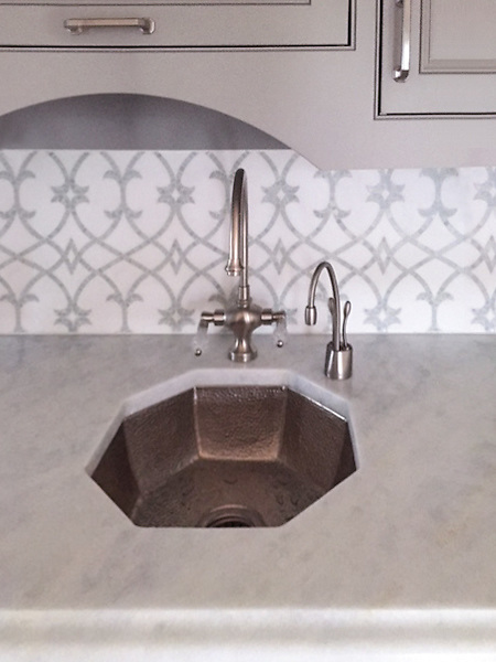 Avila, a natural stone waterjet and hand-cut mosaic shown in Thassos honed and Statuarietto polished, is part of the Miraflores collection by Paul Schatz for New Ravenna Mosaics.<br />
