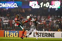 ATENÇÃO EDITOR: FOTO EMBARGADA PARA VEÍCULOS INTERNACIONAIS SÃO PAULO,SP,15 SETEMBRO 2012 - CAMPEONATO BRASILEIRO - SÃO PAULO x PORTUGUESA - Jadson jogador do São Paulo  durante partida São Paulo x Portuguesa  válido pela 25º rodada do Campeonato Brasileiro no Estádio Cicero Pompeu de Toledo  (Morumbi), na região sul da capital paulista na noite deste sabado (15). (FOTO: ALE VIANNA -BRAZIL PHOTO PRESS).