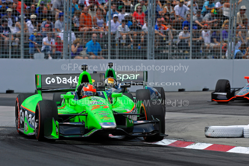 James Hinchcliffe (#27) and Oriol Servia (#22)