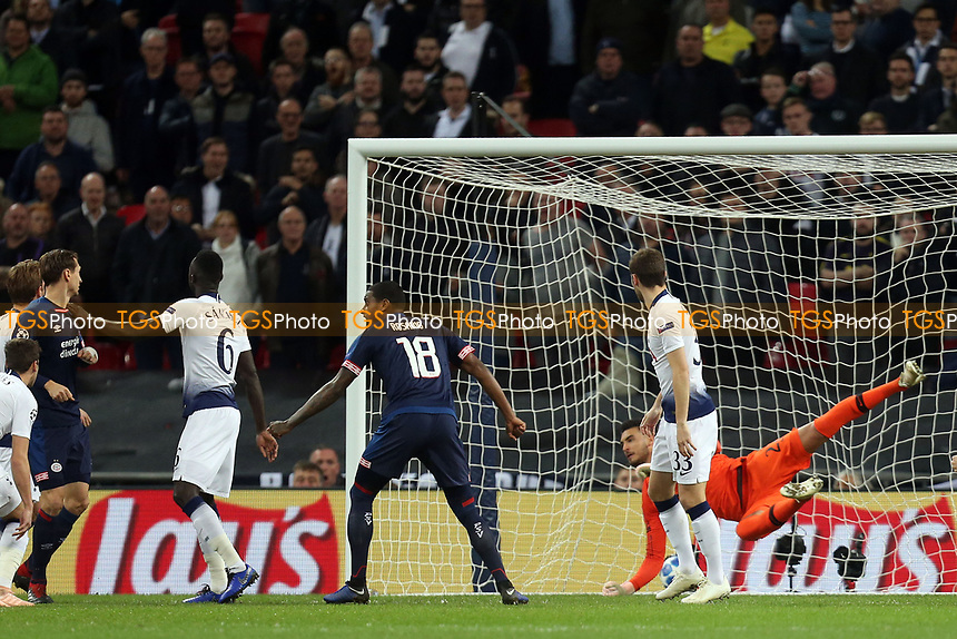 Paulo Gazzaniga of Tottenham Hotspur is beaten by Luuk de Jong of PSV Eindhoven for the opening goal during Tottenham Hotspur vs PSV Eindhoven, UEFA Champions League Football at Wembley Stadium on 6th November 2018
