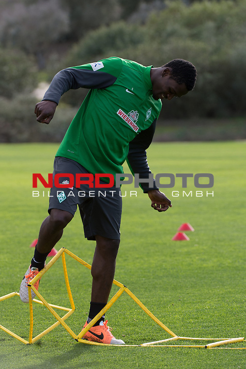 Trainingsgel&auml;nde, Jerez, ESP, 1.FBL, Trainingslager Werder Bremen 2014,  13.01.2014, <br /> Assani Lukimya (Bremen #5)<br /> <br /> <br /> Foto &copy; nordphoto/ Kokenge