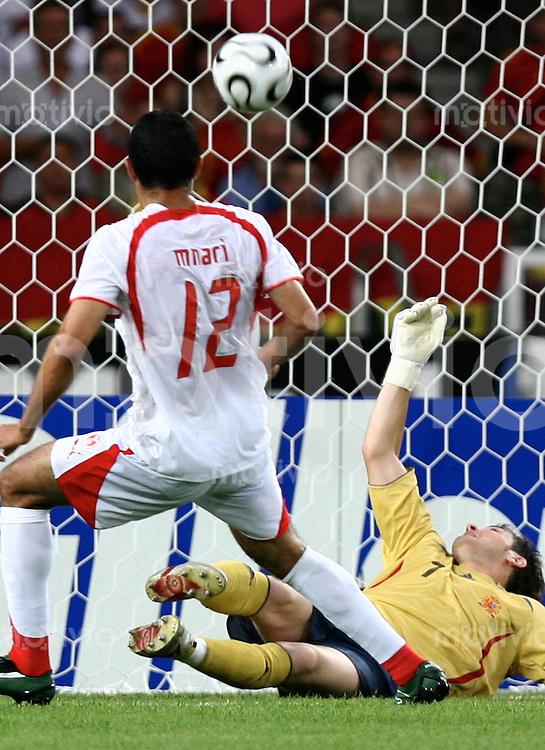 Fussball WM 2006  Gruppenspiel  Vorrunde  Spanien vs Tunesien Tor zum 0:1 Iker Casillas (ESP)li, Jaouhar Mnari (TUN)