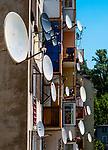 Anteny satelitarne na budynku w centrum miasta, Duszniki-Zdr&oacute;j, Polska<br /> Satellite antennas on a building in the city center, Duszniki-Zdr&oacute;j, Poland