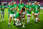 01.05.2019, RheinEnergie Stadion , Köln, GER, DFB Pokalfinale der Frauen, VfL Wolfsburg vs SC Freiburg, DFB REGULATIONS PROHIBIT ANY USE OF PHOTOGRAPHS AS IMAGE SEQUENCES AND/OR QUASI-VIDEO<br /> <br /> im Bild | picture shows:<br /> Alexandra Popp (VfL Wolfsburg #11) jubelt mit dem Pokal, Anna Blaesse (VfL Wolfsburg #9) und der Mannschaft des VfL,  <br /> <br /> Foto © nordphoto / Rauch