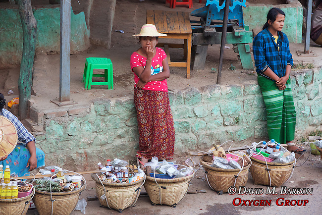Vendors, Mount Popa