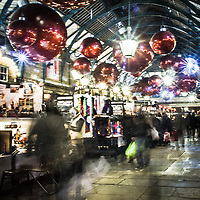 Addobbi di natale a Covent Garden<br /> <br /> Christmas decorations in Covent Garden<br /> <br /> #350d #photooftheday #picoftheday #bestoftheday #instadaily #instagood #follow #followme #nofilter #everydayuk #canon #buenavistaphoto #photojournalism #flaviogilardoni <br /> <br /> #london #uk #greaterlondon #londoncity #centrallondon #cityoflondon #londontaxi #londonuk #visitlondon<br /> <br /> #photo #photography #photooftheday #photos #photographer #photograph #photoofday #streetphoto #photonews #amazingphoto #blackandwhitephoto #dailyphoto #funnyphoto #goodphoto #myphoto #photoftheday #photogalleries #photojournalist #photolibrary #photoreportage #pressphoto #stockphoto #todaysphoto #urbanphoto