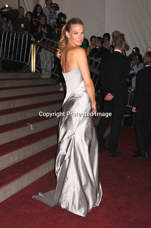 Molly Sims ..arriving to the Costume Institute Gala celebrating AngloMania on May 1, 2006 at The Metropolitan Museum of ..Art. ..Robin Platzer, Twin Images..