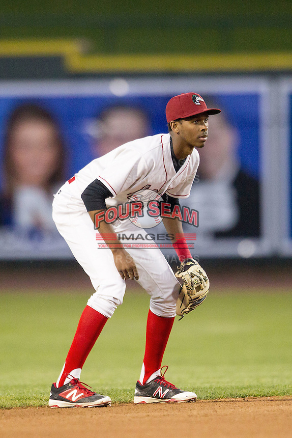 Great Lakes Loons shortstop Brendon Davis (3) on defense against the South Bend Cubs on May 18, 2016 at Dow Diamond in Midland, Michigan. Great Lakes defeated South Bend 5-4. (Andrew Woolley/Four Seam Images)