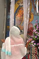 ethiopia, addis abeba, monti Entoto, luogo sacro per cristiani copti. Donne in preghiera