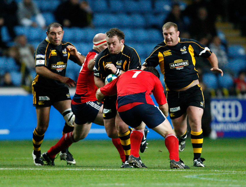 Photo: Richard Lane/Richard Lane Photography..London Wasps v Munster Rugby. Heineken Cup. 10/11/2007. .Wasps' Nick Adams attacks with Raphael Ibanez and Tim Payne in support.