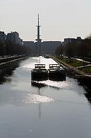 La vilaine en centre-ville, a l'arriere plan l'ancien siege de France-Telecom et sa tour