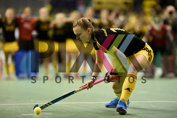 Berlin, Germany, January 31: Fenja Poppe #12 of Harvestehuder THC shoots a penalty during the 1. Bundesliga Damen Hallensaison 2014/15 semi-final hockey match between HTC Uhlenhorst Muehlheim (white/green) and Harvestehuder THC (black/yellow) on January 31, 2015 at the Final Four tournament at Max-Schmeling-Halle in Berlin, Germany. Final score 6-5 after penalties (3-1, 3-3, 3-3, 3-3) im Final Four- Halbfinale - HTC Uhlenhorst Muehlheim - Harvestehuder THC.<br /> <br /> Foto &copy; P-I-X.org *** Foto ist honorarpflichtig! *** Auf Anfrage in hoeherer Qualitaet/Aufloesung. Belegexemplar erbeten. Veroeffentlichung ausschliesslich fuer journalistisch-publizistische Zwecke. For editorial use only.