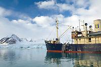Expedition ship &quot;Stockholm&quot;<br /> Smeerenburg fjord<br /> Svalbard<br /> Norway