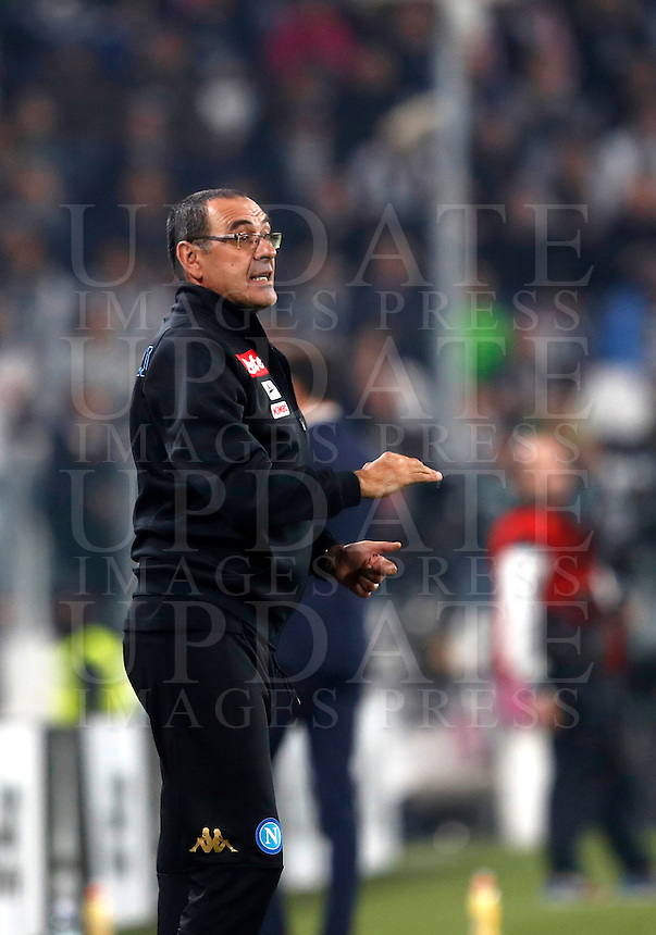 Calcio, Serie A: Juventus Stadium. Torino, Juventus Stadium, 29 ottobre 2016.<br /> Napoli's coach Maurizio Sarri gives indications to his players during the Italian Serie A football match between Juventus and Napoli at Turin's Juventus Stadium, 29 October 2016. Juventus won 2-1.<br /> UPDATE IMAGES PRESS/Isabella Bonotto