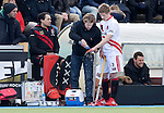 AMSTELVEEN - HOCKEY -  Jan Willem Buissant (r) van Amsterdam wordt door fysio Bas vd Pol geholpen bij een blessure,  , tijdens de EHL K.O. hockeywedstrijd tussen  de mannen van Amsterdam en het Spaanse Atletic Terrassa . COPYRIGHT KOEN SUYK
